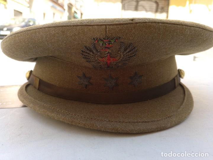 GORRA DEL EJÉRCITO ESPAÑOL DE CAPITÁN DEL EJÉRCITO DE TIERRA ÉPOCA FRANCO MODELO 93 (Militar - Boinas y Gorras )