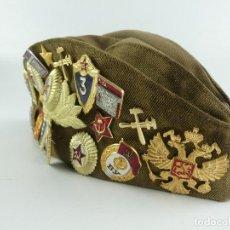 Militaria: GORRO BOINA CON COLECCIÓN DE INSIGNIAS Y PARCHES SOVIETICAS RUSIA TALLA 56. Lote 275883553