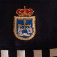 Militaria: GORRA TIPO BESIBOL POLICIA LOCAL MUNICIPAL DE OVIEDO ASTURIAS CON INSIGNIA ESCUDO BORDADO. Lote 277592138