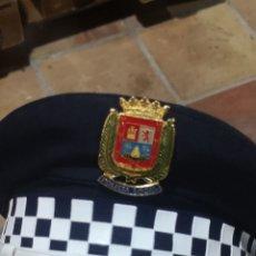 Militaria: ANTIGUA GORRA DE PLATO DE LA POLICÍA LOCAL DE PALMA ÉPOCA FRANCO NUEVA. Lote 281582668