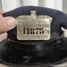 Militaria: ANTIGUA GORRA DE CONDUCTOR DE AUTOTAXIS, AYUNTAMIENTO DE BARCELONA CON NUMERACIÓN, TALLA 56. Lote 288604408