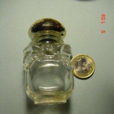 Miniaturas de perfumes antiguos: 2863 AVON FRASCO DE COLONIA CON FORMA DE FRASQUITO - MAS EN COSAS&CURIOSAS. Lote 6080875