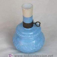 Miniaturas de perfumes antiguos: ANTIGUO FRASCO DE PERFUME DE AVON, AÑOS 60, EN FORMA DE QUINQUÉ. Lote 26729782