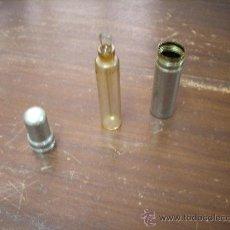 Miniaturas de perfumes antiguos: ANTIGUO PERFUMERO DE VIAJE EN FUNDA DE METAL CROMADO, ART DECO, AÑOS 30. Lote 20621996