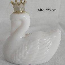 Miniaturas de perfumes antiguos: MINIATURA AVON CISNE COLONIA. Lote 39510577