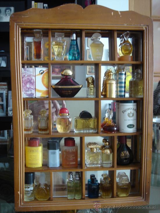 Coleccion de 26 perfumes miniatura en vitrina comprar - Vitrinas para miniaturas ...