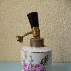 Miniaturas de perfumes antiguos: ANTIGUO PERFUMERO DE PORCELANA - LUXUS - (VER FOTOS). Lote 31355643