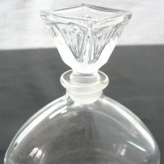 Miniaturas de perfumes antiguos: ANTIGUA BOTELLA DE PERFUME 12.5 CM. - BASE MUY GRUESA 320 GR.. Lote 35222728