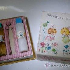 Miniaturas de perfumes antiguos: FRASCO DE COLONIA VERA PARA NIÑOS ESTUCHE CON TALCO Y COLONIA. Lote 36640455