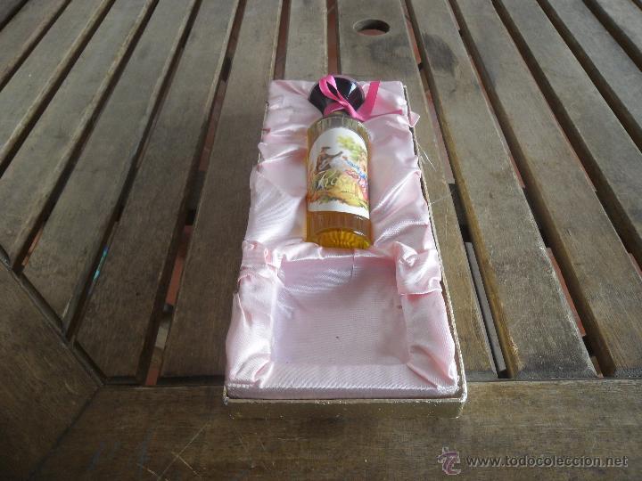 ESTUCHE DE COLONIA ROSALEDA DE VERA LE FALTA LA PASTILLA (Coleccionismo - Miniaturas de Perfumes)