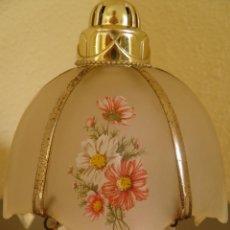 Miniaturas de perfumes antiguos: AMBIENTADOR AVÓN CON FORMA DE LAMPARA O QUINQUE CON BASE DE CRISTAL NACARADO,AÑOS 70. Lote 45560865
