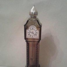 Miniaturas de perfumes antiguos: PRECIOSO ENVASE DE PERFUME AVON ,EN IMPECABLE ESTADO ,CONSERVA EL PERFUME ORIGINAL DENTRO ,AÑOS 70. Lote 51014418