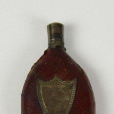 Miniaturas de perfumes antiguos: BOTELLA DE PERFUME DE VIAJE. CRISTAL FORRADO EN PIEL,INCRUSTACIÓN EN METAL. SIGLO XIX.. Lote 50435880
