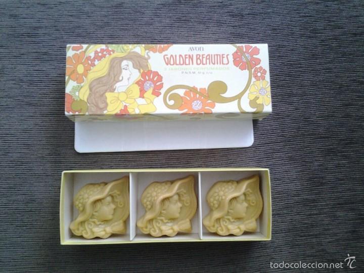 Miniaturas de perfumes antiguos: Cajita de Avón -- Golden Beauties -- con 3 jabones perfumados ( 61 g. c/u ) -- Perfecto Estado -- - Foto 2 - 57226221