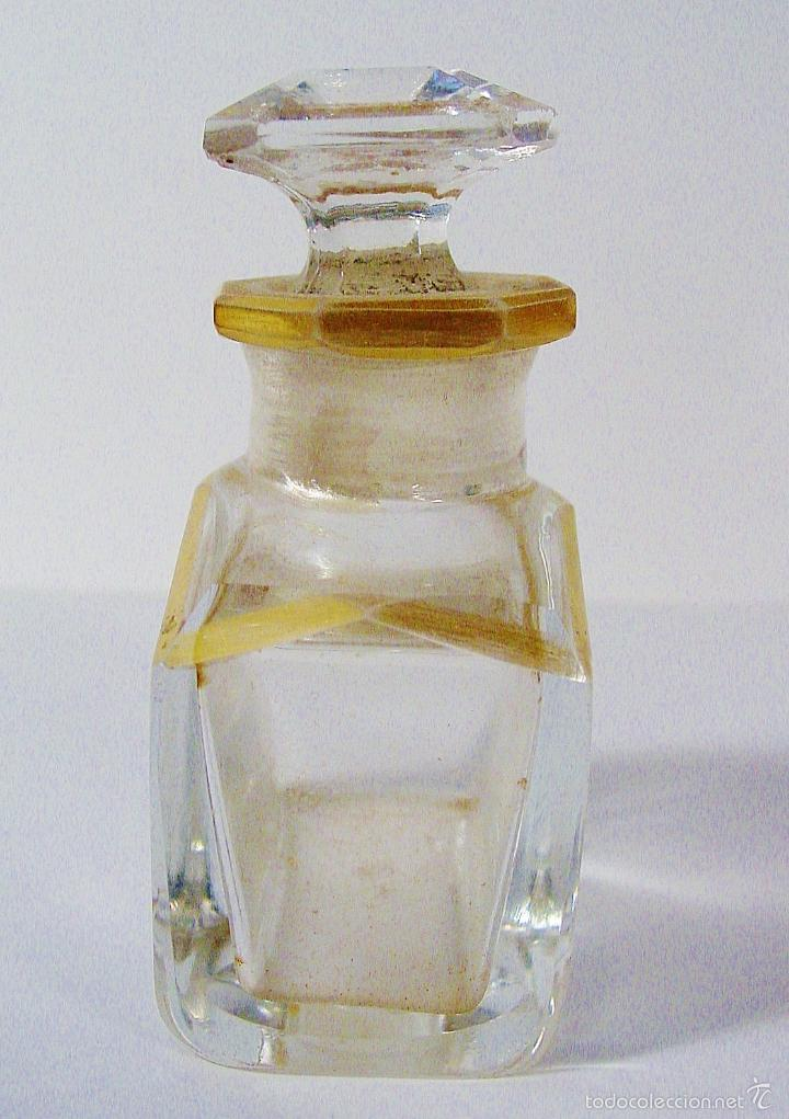 Miniaturas de perfumes antiguos: ANTIGUA Y MUY BONITA BOTELLA DE CRISTAL TALLADO CON DORADOS. NÚMERO EN LA BASE - Foto 5 - 61173667