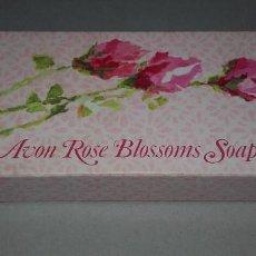 Miniaturas de perfumes antiguos: CAJA JABON DE AVON AÑOS 70 CON 3 PASTILLAS DE JABONES. Lote 65876594