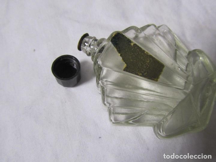 Miniaturas de perfumes antiguos: Frasco de perfume modernista Principios del siglo XX Vidrio y baquelita - Foto 7 - 68272041