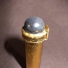 Miniaturas de perfumes antiguos: ANTIGUA BOTELLITA DE PERFUME PARA BOLSO. CON SISTEMA ATOMIZADOR EN ACABADO DORADO. Lote 69634065