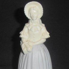 Miniaturas de perfumes antiguos: BOTELLA LLENA DE PERFUME AVON, DAMA ANTIGUA. Lote 71626523