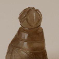 Miniaturas de perfumes antigos: PEQUEÑO PERFUMERO TALLADO EN PIEDRA, CREO QUE JADE. 2,5 X 3 CM APROX. VER FOTOS Y DESCRIPCION. Lote 76737463