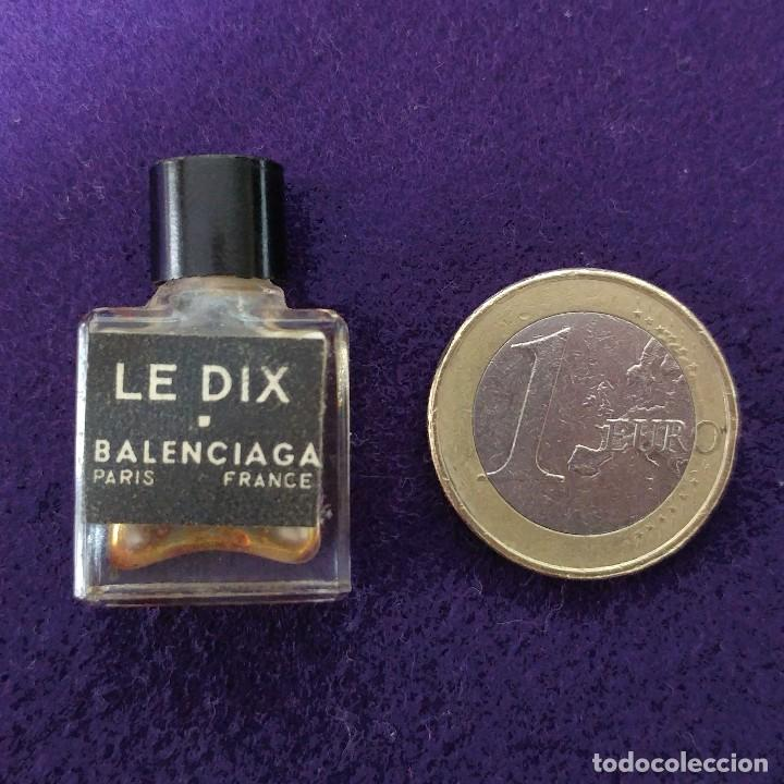 Miniaturas de perfumes antiguos: LE DIX. BALENCIAGA. ANTIGUO FRASCO MINIATURA DE PERFUME. PARIS. FRANCE. AÑOS 50. COLONIA. - Foto 3 - 86732696