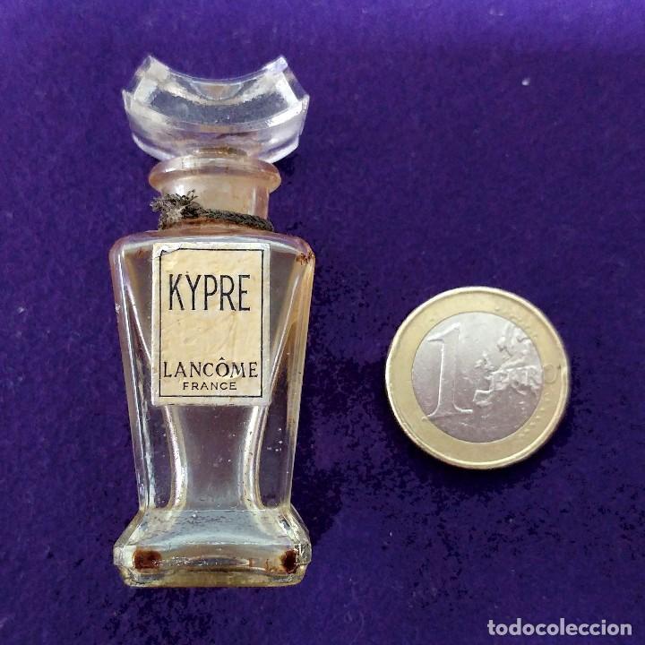 Miniaturas de perfumes antiguos: KYPRE. LANCOME. ANTIGUO FRASCO MINIATURA DE PERFUME. FRANCE. AÑOS 40. COLONIA. - Foto 2 - 86733896