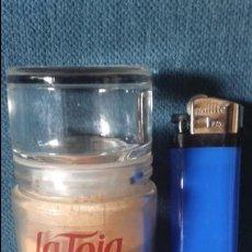 Miniaturas de perfumes antiguos: SALES DE BAÑO LA TOJA 50 GR. ANTIGUO FRASCO.. Lote 98035895
