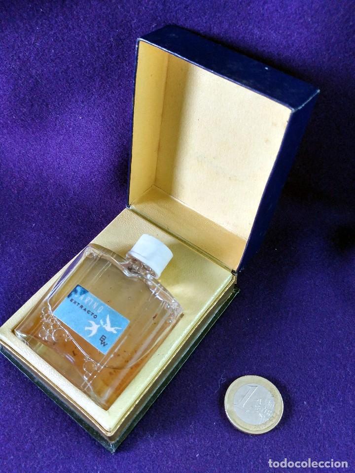 Miniaturas de perfumes antiguos: ANTIGUO FRASCO DE PERFUME CARIÑO EXTRACTO BW. EN SU CAJA ORIGINAL. AÑOS 40-50. MINIATURA. SIN USAR - Foto 4 - 99366219
