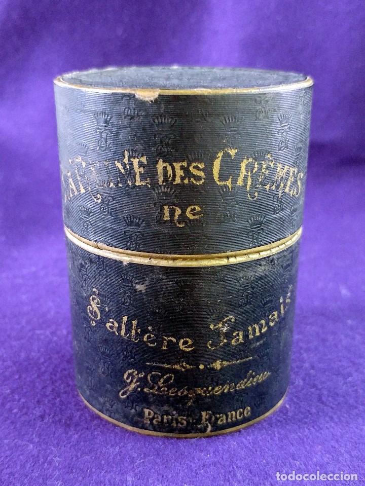 Miniaturas de perfumes antiguos: LA REINE DES CREMES. CAJA ORIGINAL Y SU TARRO DE PORCELANA. J.LESQUENDIEU. AÑOS 20. COSMETICA. CREMA - Foto 3 - 99366955