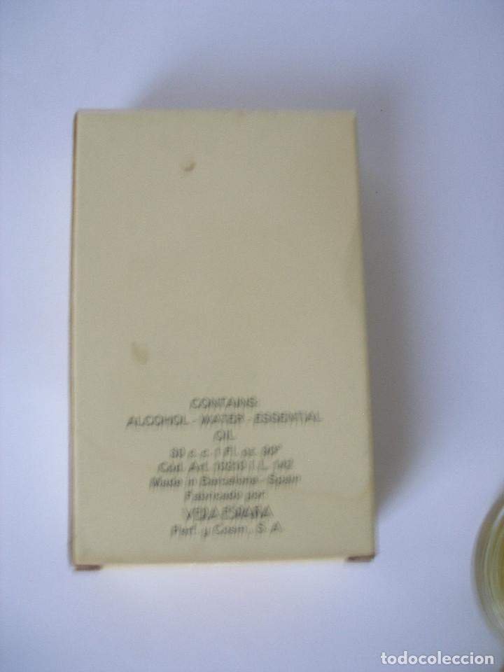 Miniaturas de perfumes antiguos: Eau de toilette Anna Vera en caja años 70 - Barcelona - Sin uso - Foto 5 - 125449235