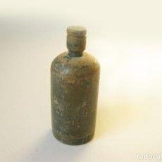 Miniaturas de perfumes antiguos: ANTIGUO BOTE O FUNDA DE MADERA DE UN PEQUEÑO FRASCO DE CRISTAL POSIBLEMENTE DE PERFUME. Lote 102636803
