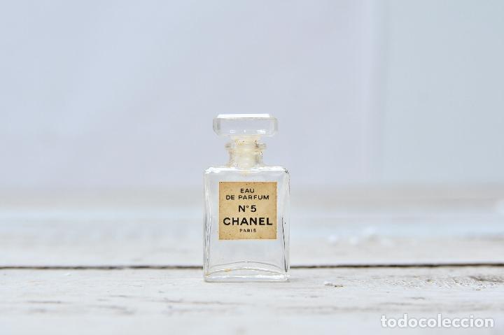 Miniaturas de perfumes antiguos: PERFUME CHANEL MINIATURA FRASCO COLONIA N5 MINI EAU PARFUM PARIS BOTE CRISTAL - Foto 2 - 104382255