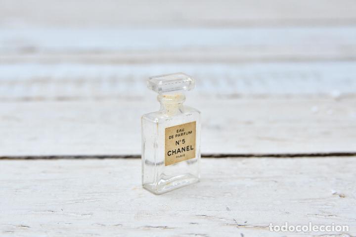 Miniaturas de perfumes antiguos: PERFUME CHANEL MINIATURA FRASCO COLONIA N5 MINI EAU PARFUM PARIS BOTE CRISTAL - Foto 3 - 104382255