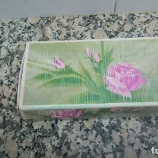 Miniaturas de perfumes antiguos: AVON, TOUCH OF ROSES, 3 JABONES PERFUMADOS. Lote 105868823