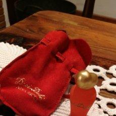 Miniaturas de perfumes antiguos: MUESTRA DECÍ-DELÀ NINA RICCI, COLOR NARANJA CON SU BOLSITA... Lote 107916159