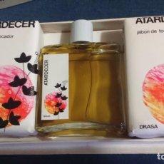 Miniaturas de perfumes antiguos: ESTUCHE COLONIA Y DOS JABONES ATARDECER. DRASA. VERA?. Lote 108041019