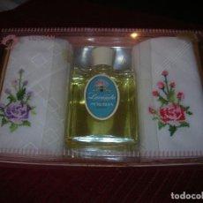 Miniaturas de perfumes antiguos: ANTIGUA CAJA CON UN FRASCO DE COLONIA LAVANDA MYRURGIA Y DOS PAÑUELOS BORDADOS. Lote 108456351