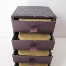 Miniaturas de perfumes antiguos: YARDLEY - ESTUCHE CON 4 PASTILLAS DE JABON - LONDON - SIN USAR - 10X7X7 CM ESTUCHE - 5,5X5,5 JABON. Lote 110085003