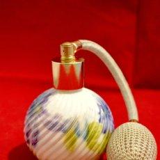 Miniaturas de perfumes antiguos: PRECIOSO PERFUMERO EN PORCELANA. Lote 57728004