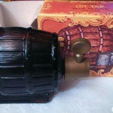 Miniaturas de perfumes antiguos: PERFUME AVON EN FORMA DE BARRIL CON SU CAJA ORIGINAL AÑOS 70. Lote 119471230