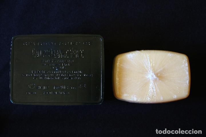 Miniaturas de perfumes antiguos: JABONERA CON PASTILLA DE JABON HERMES PARIS - Foto 2 - 120003231