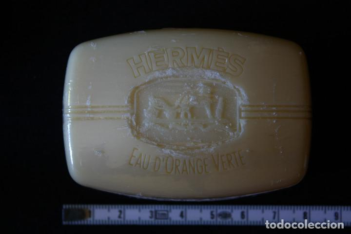 Miniaturas de perfumes antiguos: JABONERA CON PASTILLA DE JABON HERMES PARIS - Foto 3 - 120003231