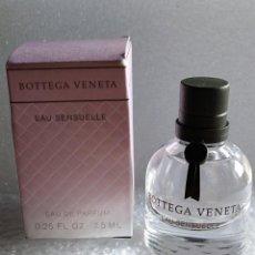Miniaturas de perfumes antiguos: PERFUME MINIATURA EAU SENSUELLE DE BOTTEGA VENETA. Lote 136063262