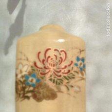 Miniaturas de perfumes antiguos: ANTIGUO FRASCO PORCELANA CERAMICA PERFUMADOR CON GRABADOS. Lote 122242635