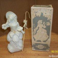 Miniaturas de perfumes antiguos: AVON-LITTLE BO PEEP-CON CAJA. Lote 123193219
