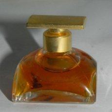 Miniaturas de perfumes antiguos: MINIATURA PERFUME, SPELLBOUND. TIENE 3,5 ML. Lote 125883323