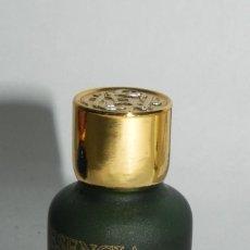 Miniaturas de perfumes antiguos: PERFUME MINIATURA LOEWE ESENCIA, POUR HOMME, 5 ML, CONTIENE EL PERFUME. . Lote 125889899