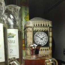 Miniaturas de perfumes antiguos: TOPAZE AVON, PEQUEÑA REGADERA VINTAGE 37 ML.. Lote 129268535