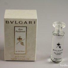 Miniaturas de perfumes antiguos: MINIATURA BVLGARI EAU PARFUMÉE AU THÉ BLANC EDC 5 ML . Lote 138903886