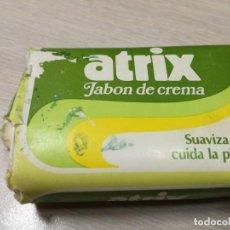 Miniaturas de perfumes antiguos: ANTIGUA PASTILLA JABON ATRIX. Lote 146893796